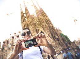 برشلونة سَئِمت كثرة السياح.. قانونٌ جديد يُحجِّم عدد أسِرَّة الفنادق