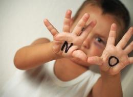هذا أنسب سنٍّ لتحدثي طفلك عن التحرش.. كيف تبسِّطين الأمر له؟