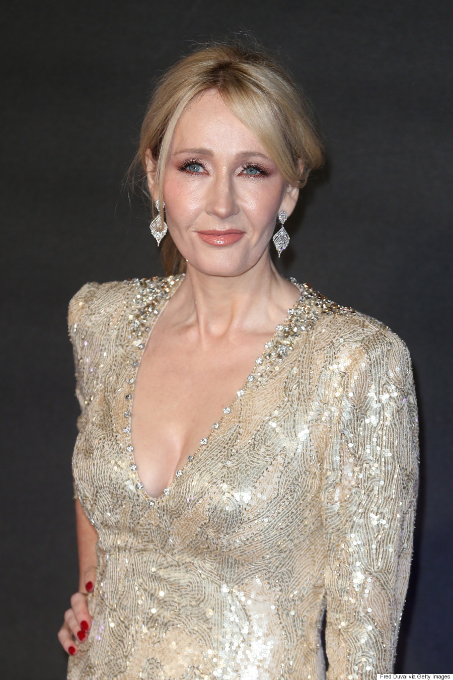 j k rowling destroys twitter trolls who burned her harry potter books jk rowling