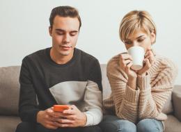هل تشكين في شريك حياتكِ؟ 10 علامات