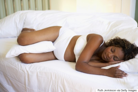pregnant woman in bed pillows