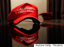 트럼프 모자를 사러 뉴욕 트럼프타워에 갔다. 잔뜩 쌓여 있는 트럼프 모자를 나만 살 수 없었다