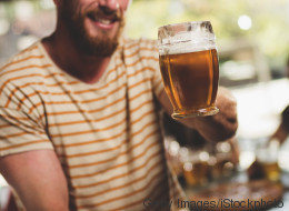 Ecco perché per dimagrire dovresti dire addio all'alcol