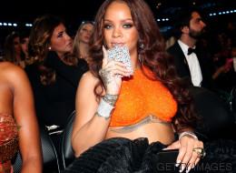 Aux Grammys, Rihanna n'a pas quitté sa flasque de la soirée