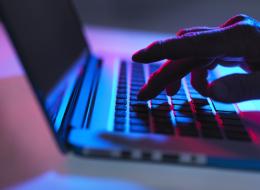 هل تعتقد أن تصفُّح الانترنت الخفي آمن؟ فكِّر مرةً أخرى: فيسبوك وتويتر يتعقبان نشاطك!