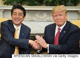 Donald Trump sait-il comment donner une poignée de main?