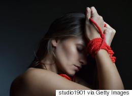 Comment le «bondage» peut aider les couples en mal de communication