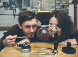 لصنع فنجان مثالي.. 6 أدوات ينصح الخبراء محبي القهوة باقتنائها