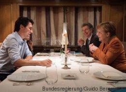 Merkel geht mit Kanadas Premier essen - dann packt sie ein ganz besonderes Geschenk aus