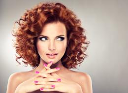 موضة الشعر المجعَّد تعود من الثمانينيات مرة أخرى.. وهذه 9 نصائح للحفاظ عليه من التلف