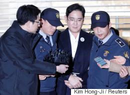 파이낸셜타임스는 이재용 구속은 한국과 삼성이 더 강해질 기회라고 썼다