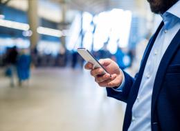 بعد نية ترامب فحص هواتف مواطني الدول المحظورة.. 6 أشياء عليك فعلها لحماية خصوصيتك في المطارات
