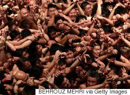 Des milliers d'hommes se mettent à nu dans un festival japonais