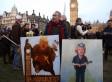 Χιλιάδες διαδηλωτές έξω από το βρετανικό κοινοβούλιο κατά της επίσκεψης Τραμπ