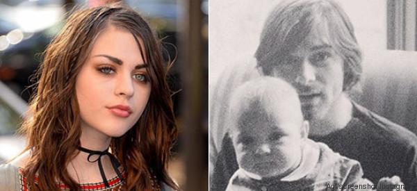 La figlia di Kurt Cobain rende omaggio al padre scomparso nel migliore dei modi