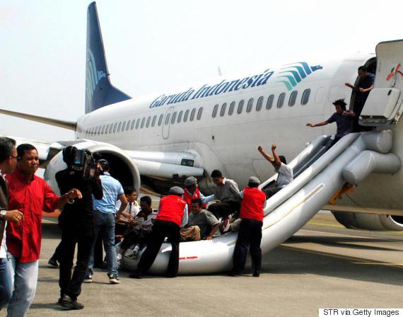 emergency plane slide