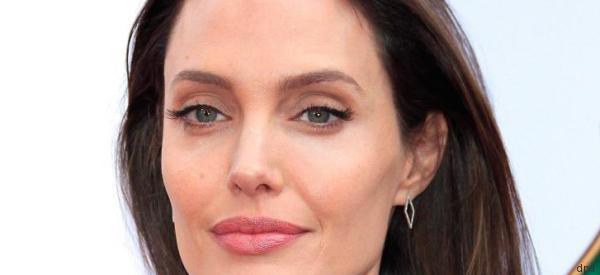 Mit den Kindern: Angelina Jolie brät und isst Vogelspinnen - Video