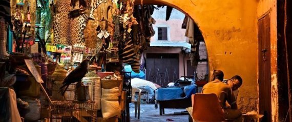 إذاعة مغربية مخصَّصة لمكافحة الإرهاب تجذب ربَّات البيوت والمسنين.. فلماذا انفضَّ من حولها الشباب المستهدف؟