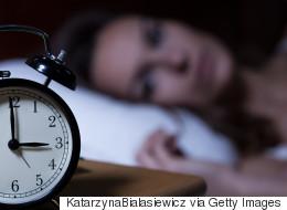 스트레스에 쌓여 잠이 들면 더 높은 스트레스 상태로 잠이 깬다 (연구)