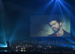 Brits 2017: Ο Chris Martin τίμησε τον George Michael, αλλά το κοινό θα προτιμούσε να μην το είχε κάνει