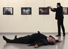 اغتيال وانتحار وهجوم بالطائرات على الهواء.. لحظات مرعبة بُثت مباشرة عبر التليفزيون