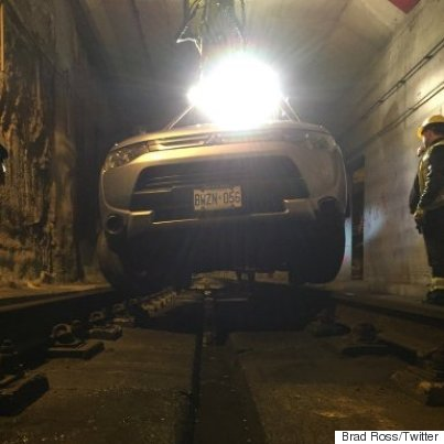 Tow truck removes SUV stuck inside TTC tunnel