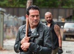 «Οι άνθρωποι είναι ηλίθιοι»: Ο Negan απαντά για τον χαμό που έγινε με αφορμή ένα T-shirt του «Walking Dead»