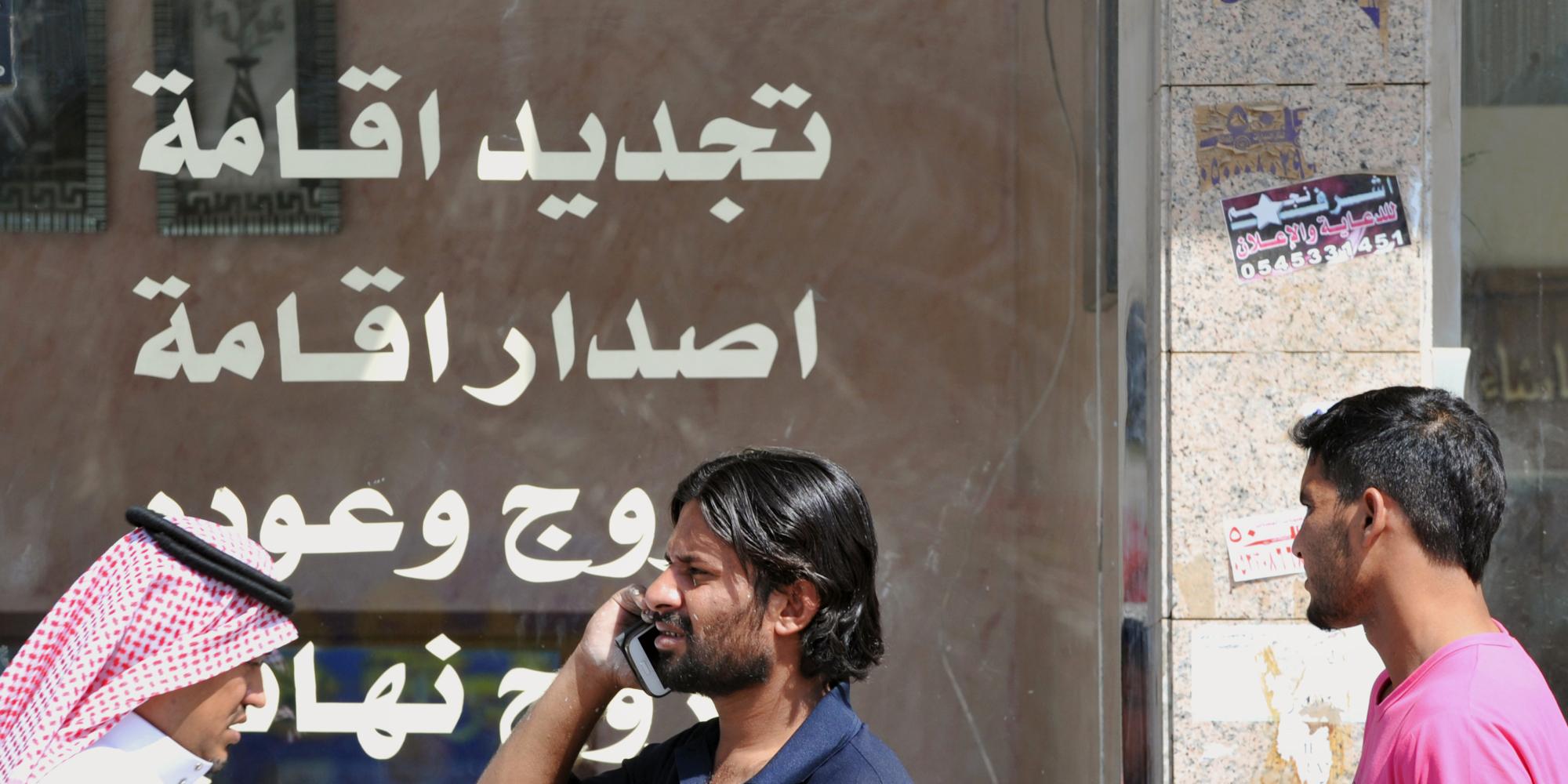 العصر الذهبي ولَّى بالنسبة للعمالة الأجنبية في السعودية.. كيف يتعامل الوافدون مع الأوضاع الجديدة؟