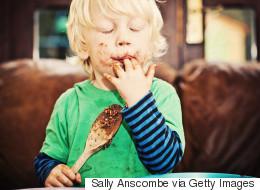 Αυτός είναι ο πραγματικός λόγος που αγαπάμε τόσο πολύ η σοκολάτα (και συνδέεται με τις πρώτες ώρες της ζωής μας)