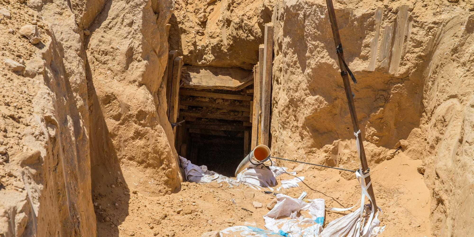 حاولوا ترميمه بعد أن دمَّرته مصر قبل يومين.. مقتل وإصابة 8 فلسطينيين في أحد الأنفاق