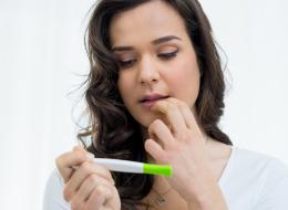 العلاج في السمسم والمكسرات.. واللحوم البيضاء والمعلبات والكافيين تؤخِّر الحمل
