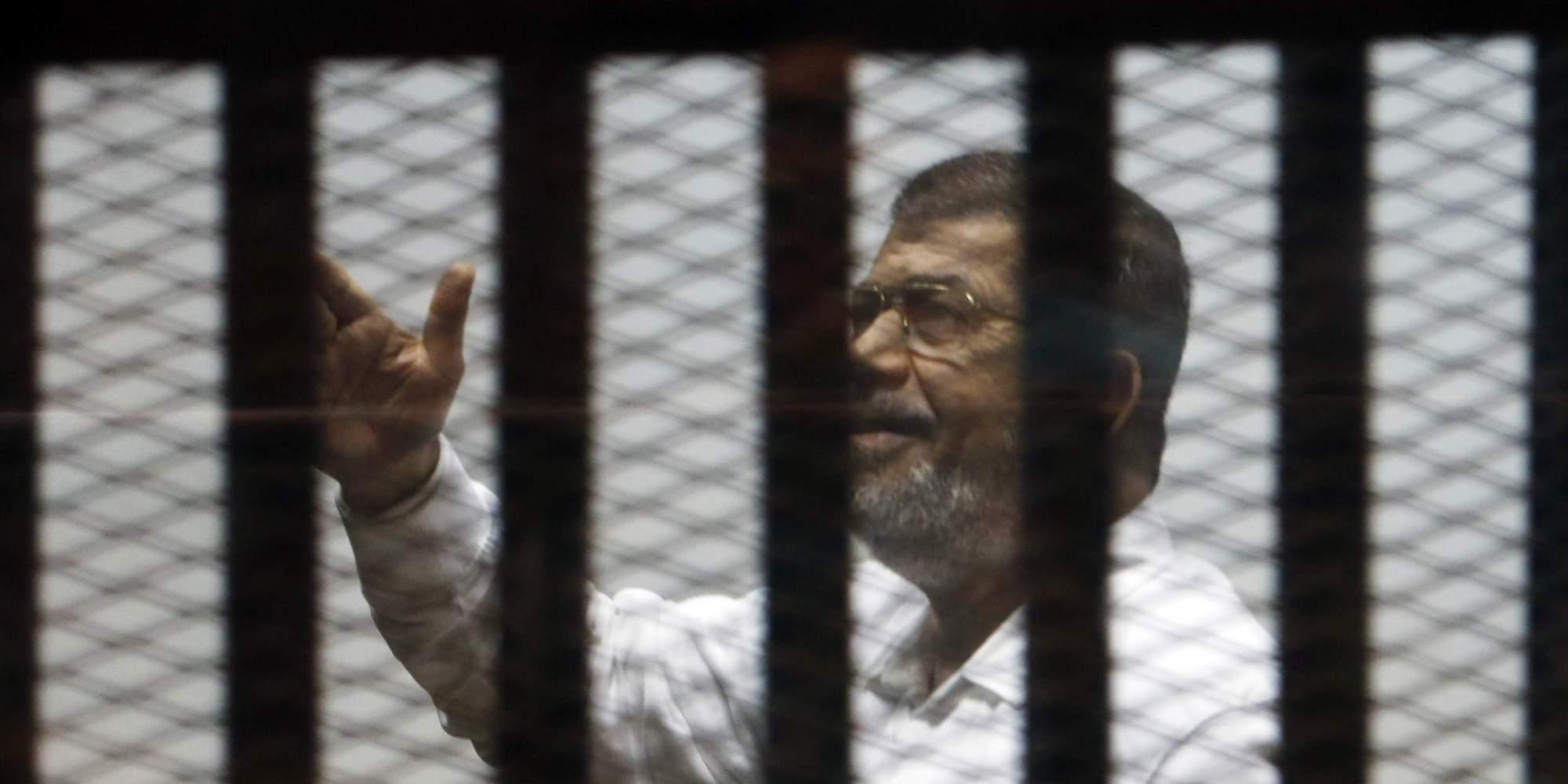 أنا رئيس الجمهورية وأرفض محاكمتي .. هكذا ردَّ مرسي أمام القاضي الذي يحاكمه