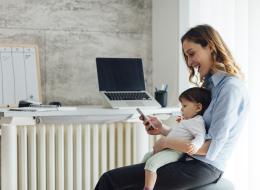 حصلتِ على إجازة أمومة طويلة واقتربت عودتك للعمل؟.. إليك هذه النصائح لاستعادة نجاح حياتك المهنية