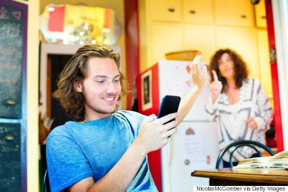 teen ignoring parent phone