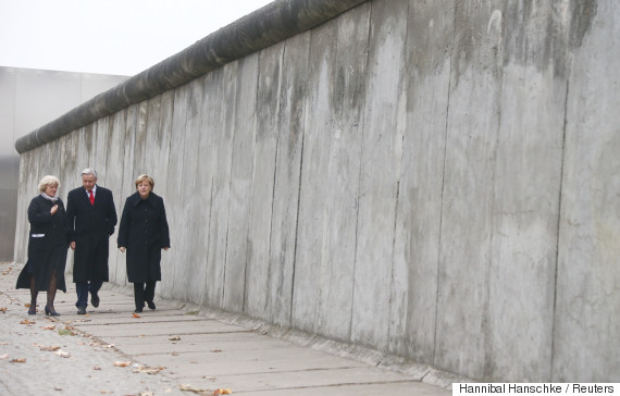 fall of berlin wall