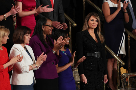 YOUTUBE Trump presenta Melania al Congresso: standing ovation per la first lady