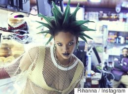 Rihanna en punk aux cheveux verts se fait moquer d'elle sur Internet