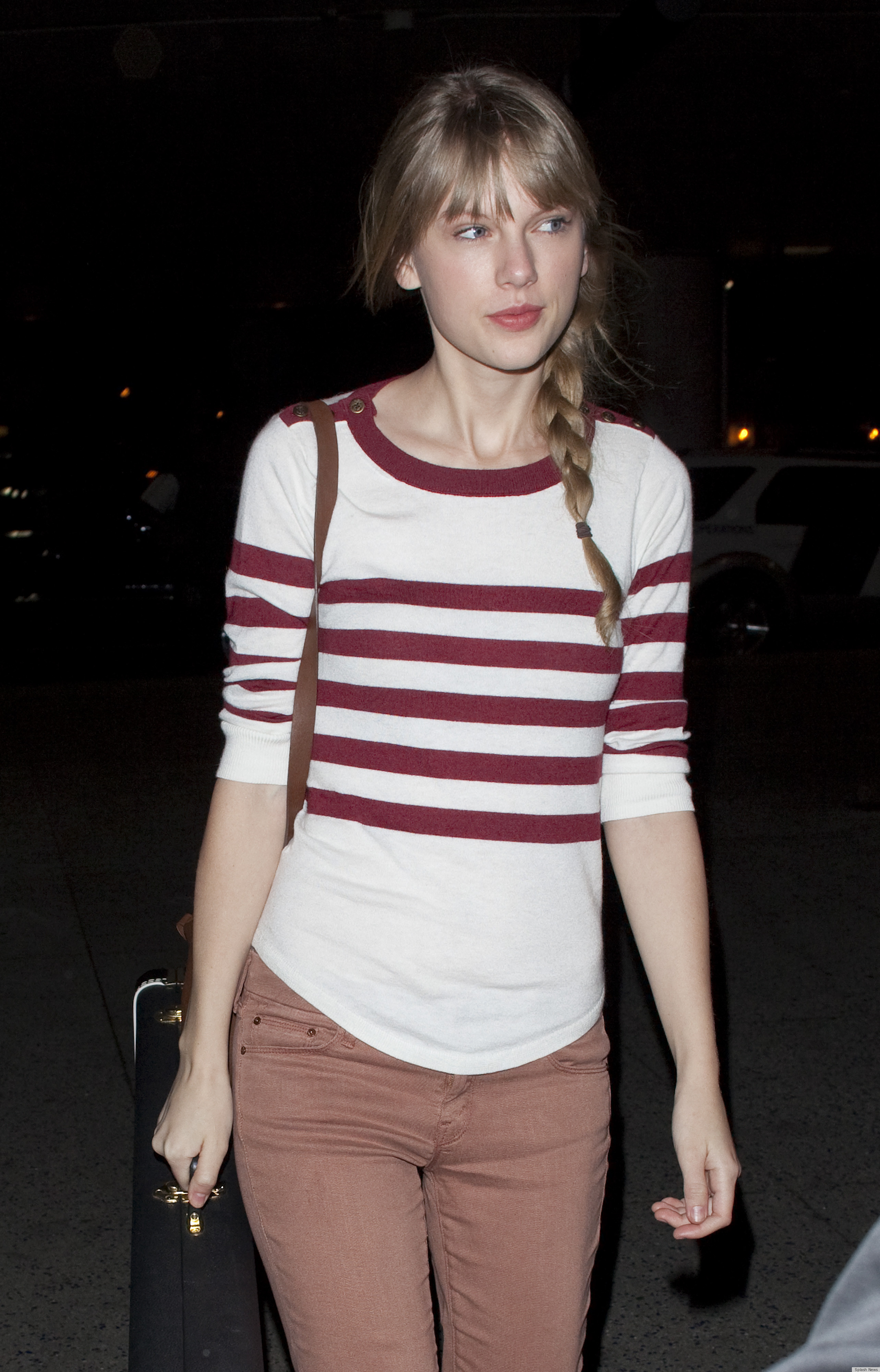 Tow N Go >> Taylor Swift No Makeup At LAX Airport (PHOTOS) | HuffPost