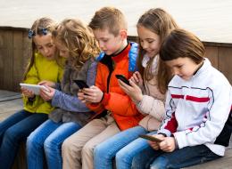 هل مللت من استخدام طفلك للهاتف لساعات؟ الحل في هذا التطبيق المجاني