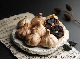 Come cucinare con l'aglio nero, che non è quello che credete