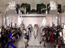 Les images du 1er défilé au Louvre, signé Louis Vuitton