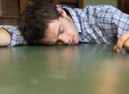 لماذا يسيل اللعاب من فمك أثناء النوم؟