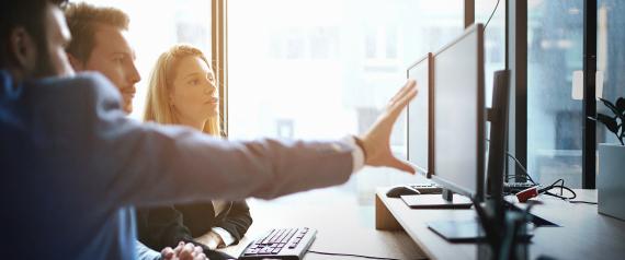 10 خطوات لبدء مشروع استثماري ناجح دون ترك وظيفتك