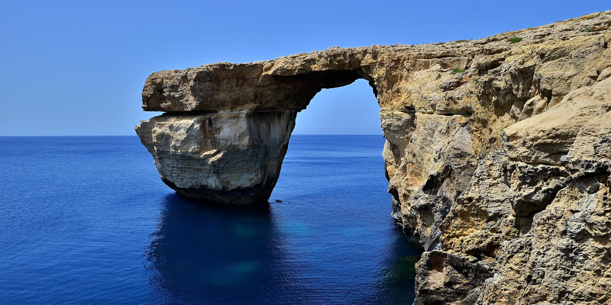 Crolla la finestra azzurra di malta il maltempo distrugge - Malta finestra azzurra ...
