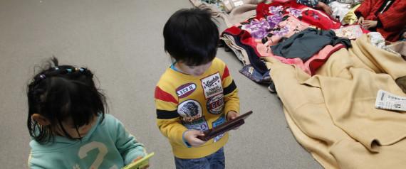 CHILD PLAYING JAPAN