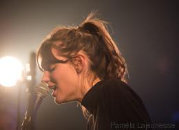 Découvrez les photos du spectacle de Charlotte Cardin au Club Soda