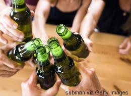 Υπάρχει λόγος που η μπίρα βρίσκεται συνήθως μέσα σε καφέ ή πράσινα μπουκάλια