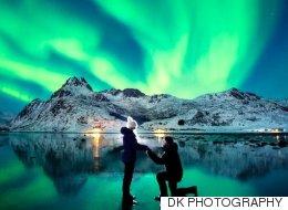 북극광 아래서의 황홀한 프러포즈 (사진)