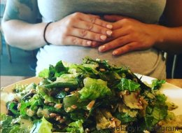 Cette salade aiderait les femmes à provoquer l'accouchement