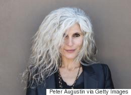 13 coiffures pour assumer ses cheveux gris